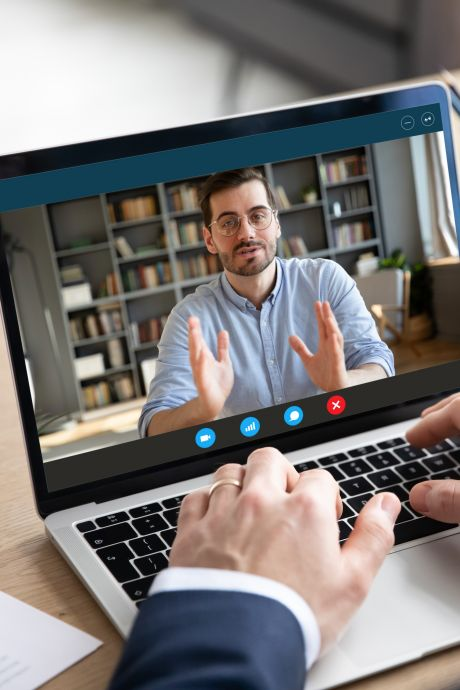 Expert: 'Let óók op je achtergrond bij al die virtuele vergaderingen'