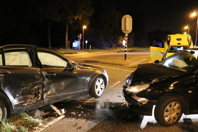 Gewonde na aanrijding tussen twee auto's in Utrecht