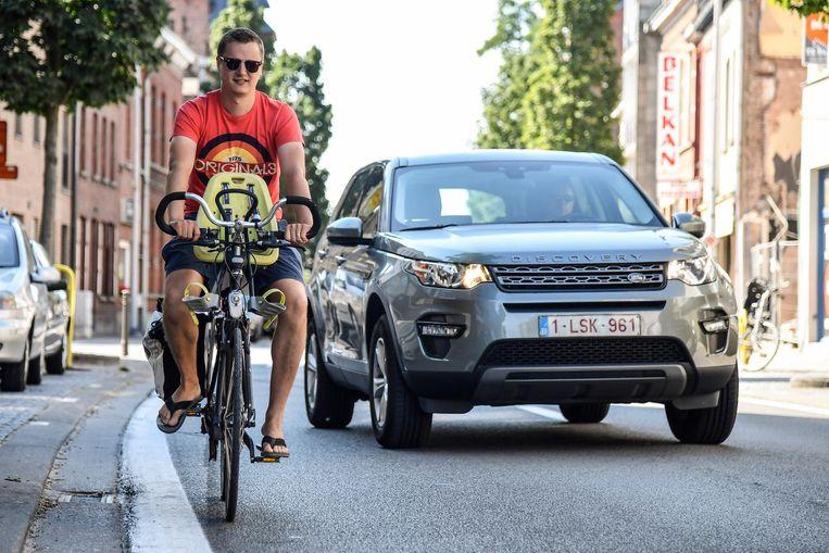 De fietsers in de Sint-Gillislaan moeten al zeker tot 2019 wachten op fietssuggestiestroken.