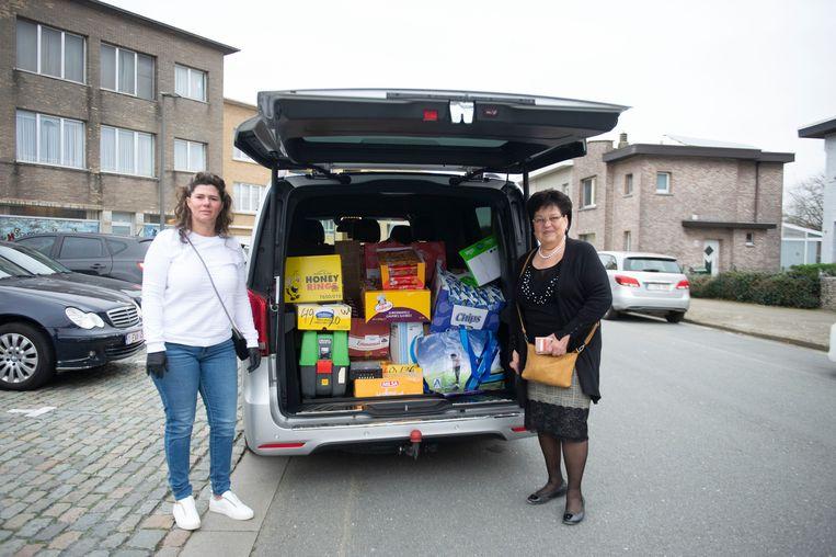 De woonwagenbewoners van Deurne schenken voedsel aan de voedselbank.