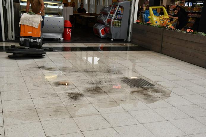 De wateroverlast in het winkelcentrum