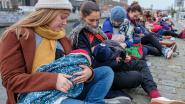 """Moeders geven borstvoeding op het drukke Saincteletteplein: """"Onze baby's verdienen schone lucht"""""""