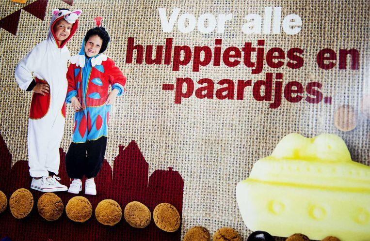 Campagnemateriaal bij Albert Heijn. Bij de supermarktketen verdwijnt Zwarte Piet op al het reclamemateriaal rond Sinterklaas. Beeld null