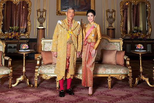 De koning en zijn officiële bijvrouw, hier nog gelukkig.