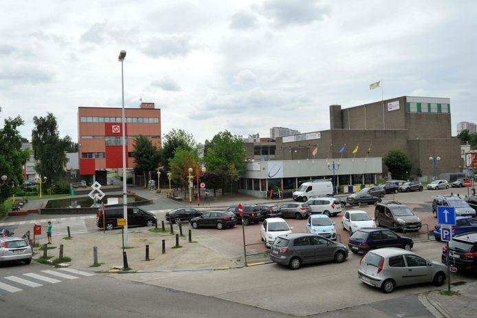 Het Gemeenteplein in Strombeek-Bever, voor de werken. Hieronder komt de ondergrondse parking