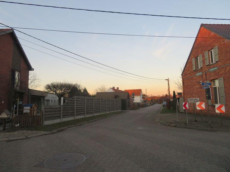 Het kruispunt op het einde van de Capuynestraat, zonder de betwiste betonblokken.