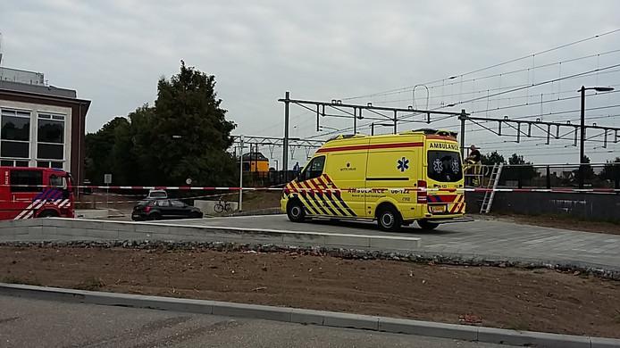Brandweer en ambulance bij station Apeldoorn