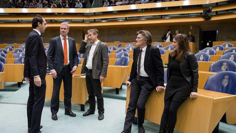 (VLNR) Staatssecretaris Martijn van Dam van Economische Zaken, Elbert Dijkgraaf (SGP), Rik Grashoff (Groenlinks), Henk Leenders (Pvda) en Fatma Koser Kaya (D66) tijdens een debat in de Tweede Kamer. Beeld anp