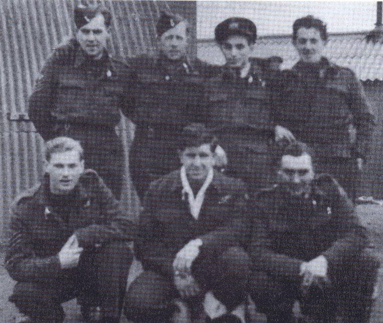 De zeven gesneuvelde RAF-piloten. Ze bemanden de Lancaster-bommenwerper die op 28 mei 1944 uit de lucht geschoten werd door de Duitsers.