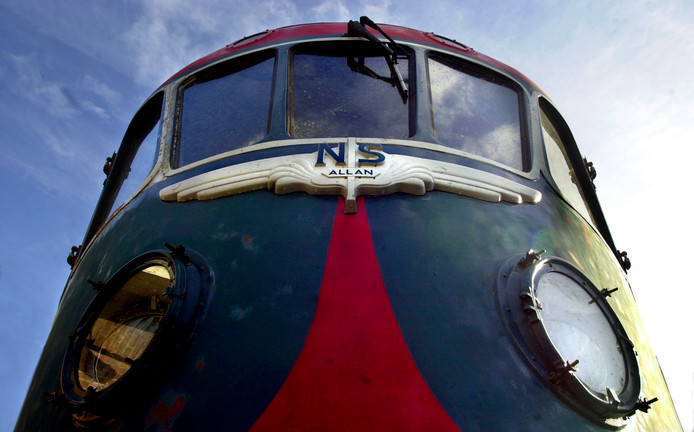 De Blauwe Engel, een van de treinen die in Tilburg werd opgeknapt en die nu in het Spoorwegmuseum staat. Foto Beeld Werkt