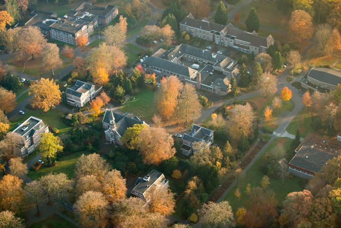 Het monumentale middenterrein van Veldwijk.