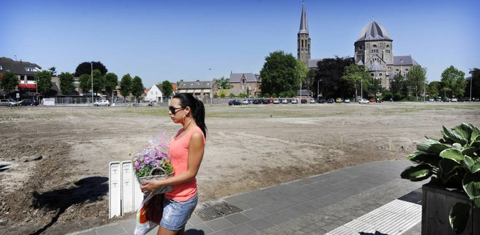Zodra de Udense gemeenteraad donderdag 13 juni tot aankoop besluit, begint projectontwikkelaar Prowinko in de week erna met de aanleg van Hoek Promenade dat nu nog zandvlakte is.