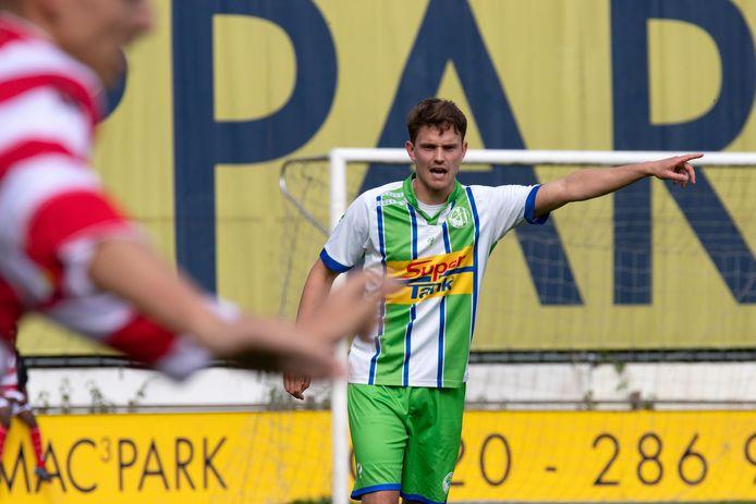 Wilko Braam ten voeten uit, als een van de leiders bij asv Dronten. Komend seizoen is de voetballer trainer van PEC Zwolle O14.