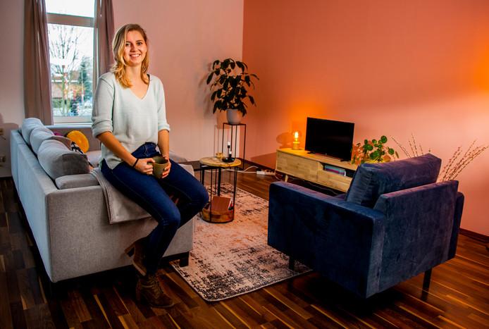 Sanne Vermeijden woont boven het café. Toen ze ging verbouwen, kreeg ze hulp van haar onderburen.
