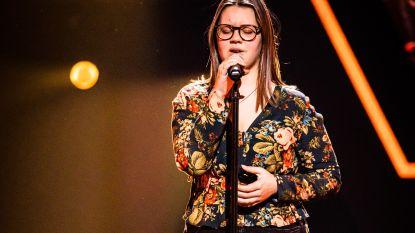 Kippenvelmoment in The Voice Kids: Fleur (14) zingt voor mama die kanker overwon
