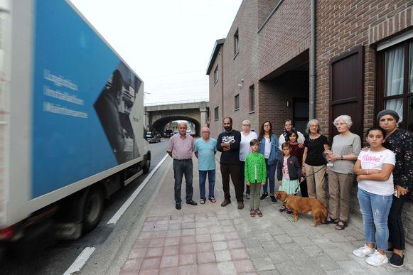 Twee jaar geleden al protesteerden de bewoners van de Eppegemsesteenweg tegen de gang van zaken in hun straat. Ze eisen een snelheids- en tonnagebeperking.