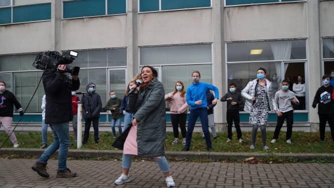 """Slongs Dievanongs live met 'Lacht Nor Mij' in MSKA Roeselare: """"Een betere wereld begint met jezelf goed voelen"""""""