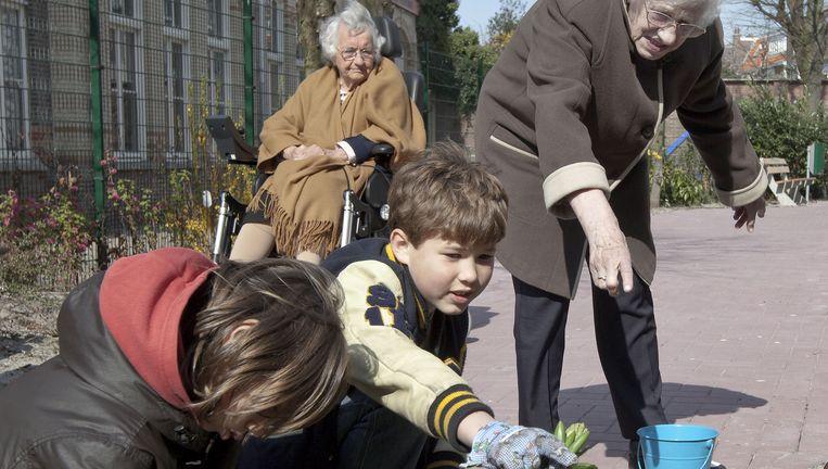 In het huidige pensioenstelsel worden risico's gedeeld door verschillende generaties. Beeld Martijn Beekman