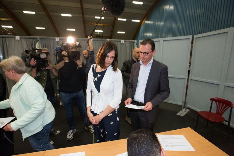 Wouter Beke gaat stemmen in Leopoldsburg  Met zijn vrouw Leen