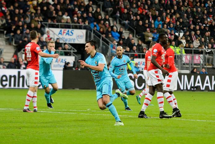 Ook vorig seizoen kon AZ geen vuist maken tegen Feyenoord. Mede dankzij twee goals van Steven Berghuis (foto) werd het in Alkmaar 0-4.