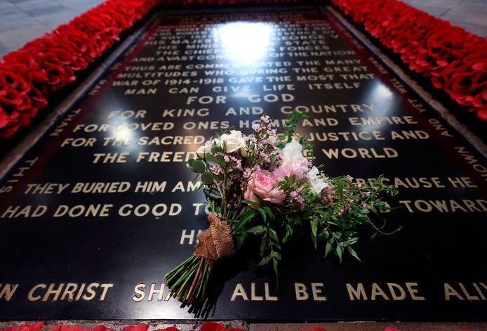 Conformément à la tradition, le bouquet de mariage de la princesse Beatrice a été placé sur la tombe du soldat inconnu à l'abbaye de Westminster.