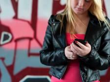 'Ouders, help ons in strijd tegen de mobieltjesplaag'