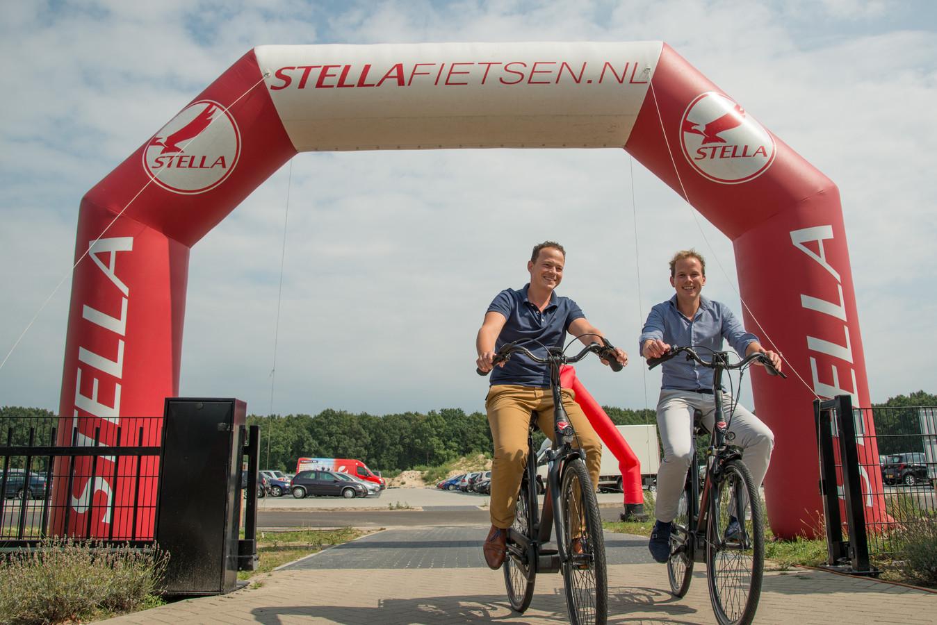Daan van Renselaar (witte broek) en Wilco van de Kamp: de jonge sterren van Stella.