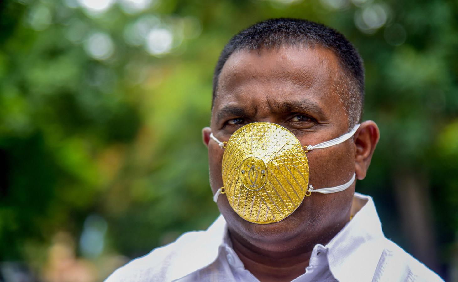 Shankar Kurhade et son masque en or.