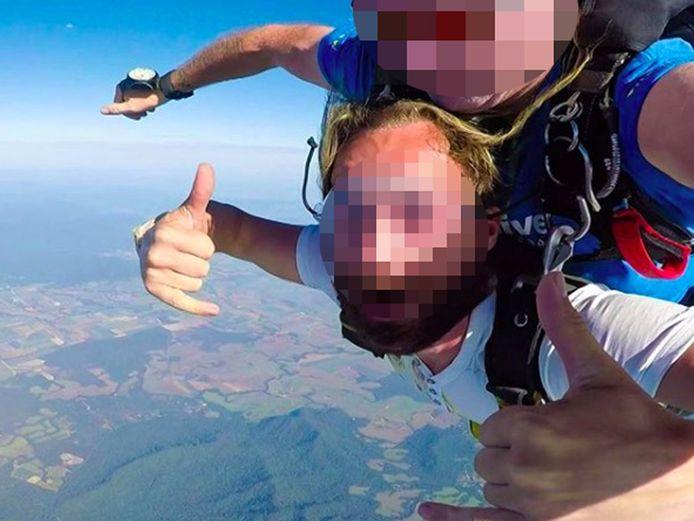 Bryan L. (26) deed aan skydiven, duiken en bungeejumpen en verbleef in luxueuze hotels.