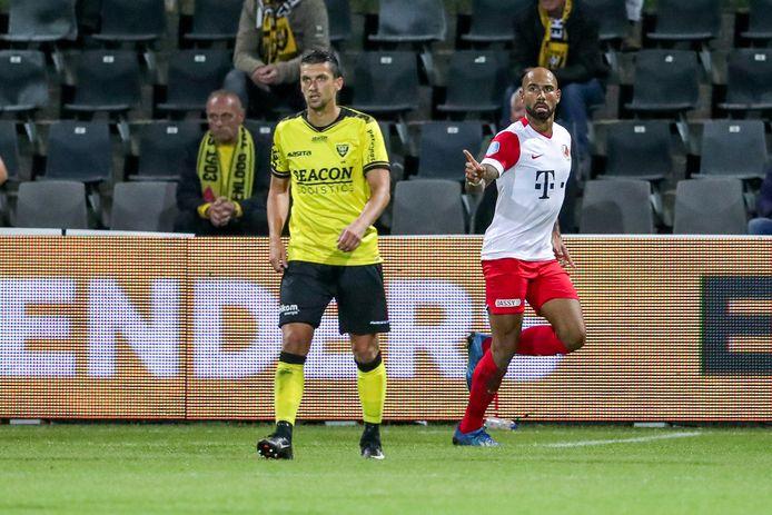 Sean Klaiber juicht na zijn doelpunt tegen VVV-Venlo (1-1).