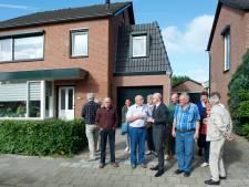 Buurt vraagt burgemeester illegale garage te behouden