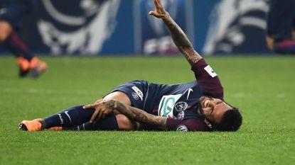 Slecht nieuws voor Brazilië: Dani Alves wordt geopereerd en mist het WK