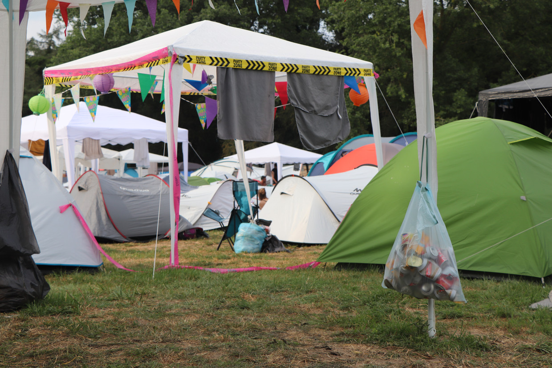 Afval sorteren op de Green Camping Beeld Anthony Henri