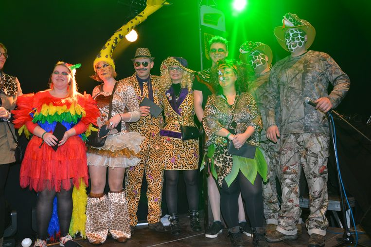 De mooist verklede carnavalisten in het thema 'Op Safari' kregen een cadeau.
