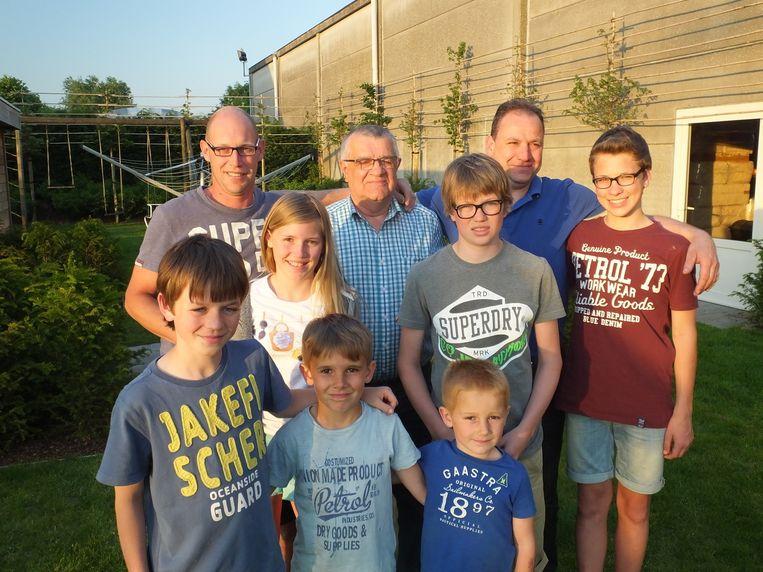 De familie Van Steenkiste. Boven van links naar rechts: Filip, Germain , Wim en Jente. Midden: Fien en Jarne. Onderaan: Joran, Stef en Rens.