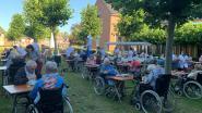 Hitteplan van woonzorgcentrum van kracht: bewoners ontbijten buiten