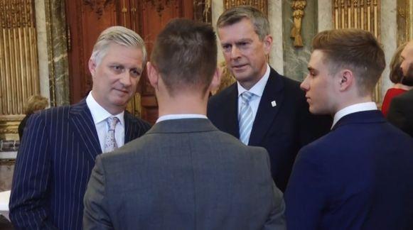 De koning en koningin ontvangen de Belgische sporters.