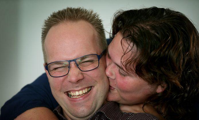Dieke Broersma vertelt hoe het gezin worstelt met de ziekte van haar man Dirk Baron die Alzheimer heeft.