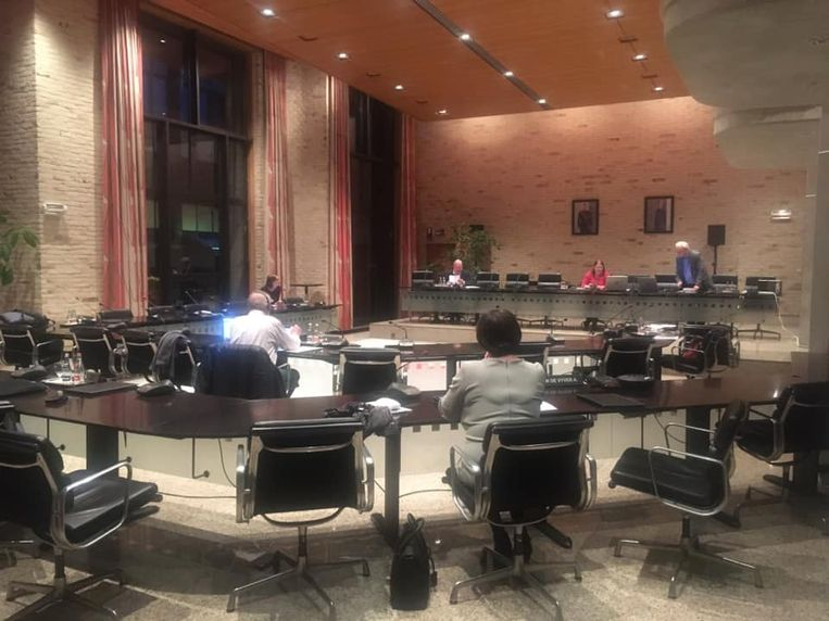 De gemeenteraad vindt sinds het begin van de crisis plaats met enkel de fractieleiders, burgemeester en algemeen directeur.