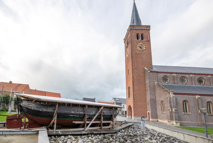 Visitekaartje van Boekhoute als (gewezen) vissersschip, de lemmerhengst BOU 8, is verworden tot een schandvlek, de restauratie laat maar op zich wachten.