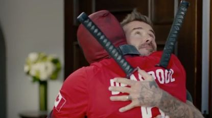 "Deadpool biedt David Beckham zijn excuses aan: ""Too soon?"""