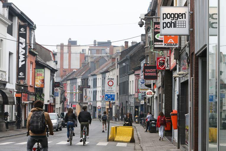 In de Overpoortstraat valt nu overdag niks te beleven.