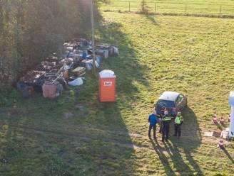 Vader en huurder 'spookgezin' in Ruinerwold blijven voorlopig vastzitten, rechtbank zelf op bezoek in boerderij