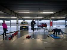 Personal training op parkeerdek van station Elst razend populair: 'Vandaag komen 80 mensen sporten'
