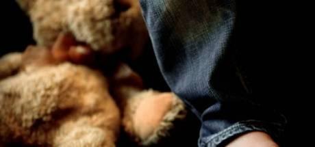Vader (40) uit 's-Heerenberg mishandelt dochtertje van drie maanden en moet cel in