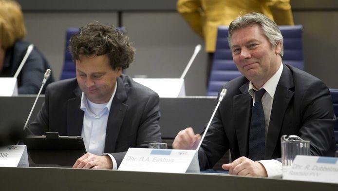 Ron van Dijk (L) en Rene Eekhuis (R) tijdens een raadsvergadering.