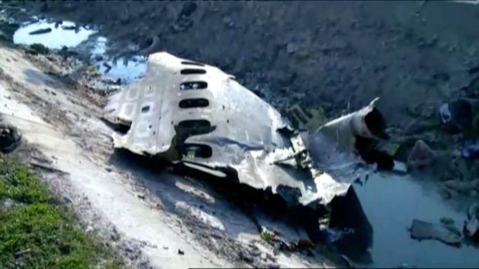 Traces de débris d'un Boeing 737 de la compagnie Ukraine International qui s'est écrasé mercredi matin après son décollage de l'aéroport de Téhéran.