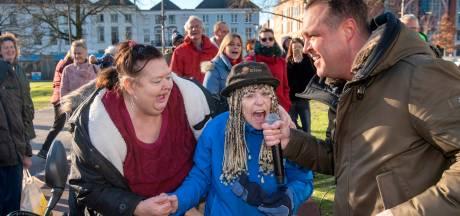 Polonaise tijdens dodenherdenking in het Arnhemse park Lauwersgracht
