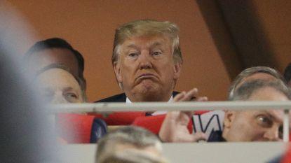 """Trump uitgejoeld op honkbalwedstrijd en getrakteerd op koorzangen: """"Sluit hem op"""""""