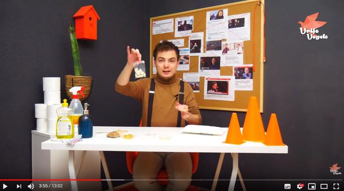 Fragment uit de video waarin Sven van der Meulen een oplichter van nep-coronamedicijnen ontmaskert.
